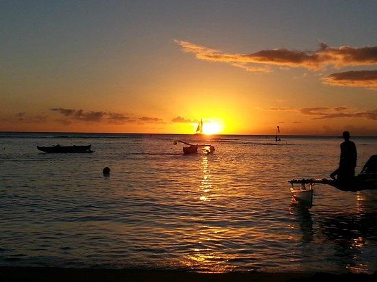 Lotus Honolulu at Diamond Head: Sunset steps from the room
