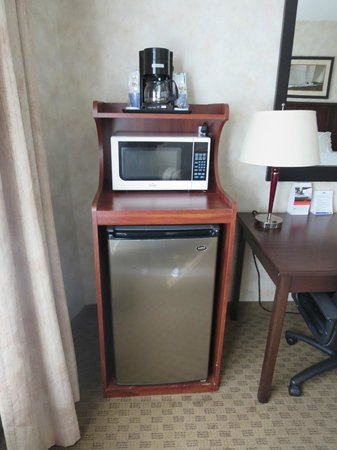 Holiday Inn Express San Diego South - Chula Vista: Fridge/microwave in room
