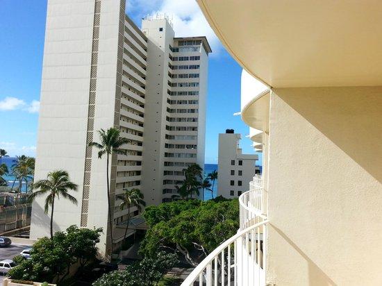 Lotus Honolulu at Diamond Head: View towards the beach