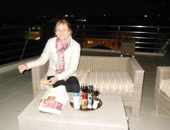 Plaka Hotel : Bring your own wine to the rooftop terrace