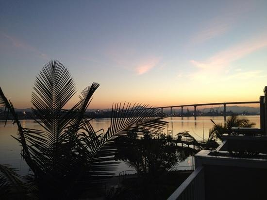 Coronado Island Marriott Resort & Spa: Sunrise view from bayside room