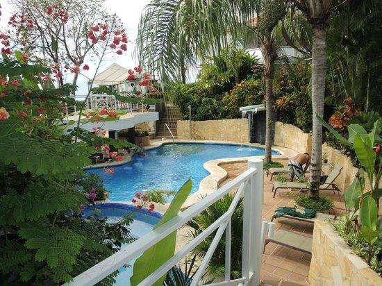La Mansion Inn: The pool