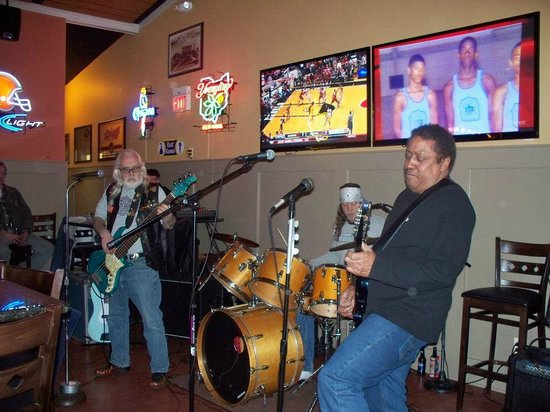 Redhawk Grille: Live Entertainment!