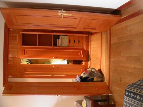 Pousada De Portomarin: Beautiful woodwork enhanced by lighting