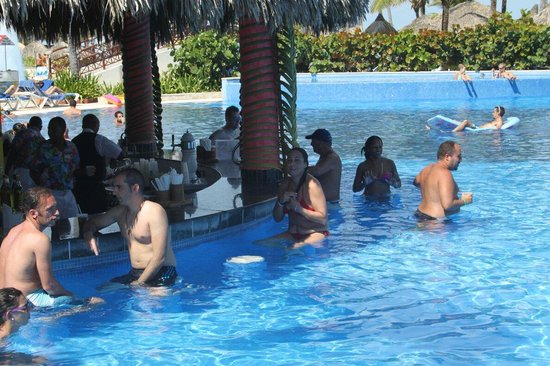 Grand Bahia Principe Punta Cana : Bar de una de las piscinas