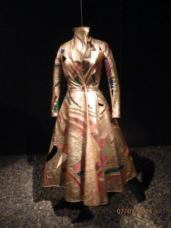 Museo Histórico de Ámsterdam: One of the dresses of a temporary exhibit.