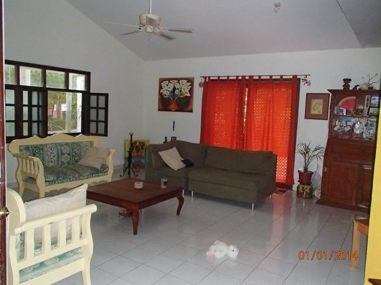 Beachouse Dive Hostel Cozumel : Lots of room for friends and family.