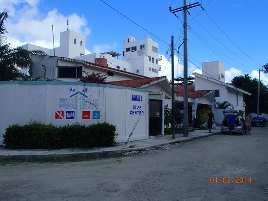 Beachouse Dive Hostel Cozumel : From the street