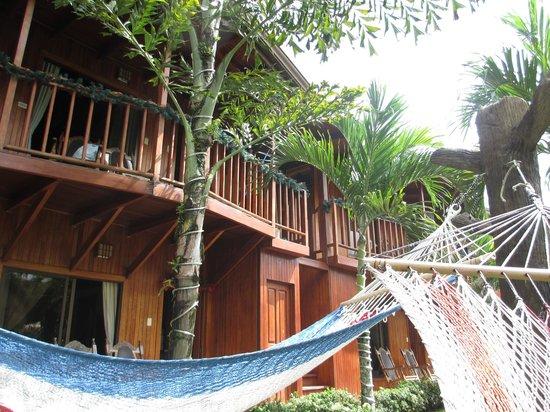Arenal Hostel Resort: passages vers les chambres et les dortoirs