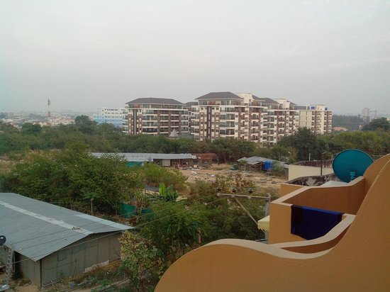Pattaya Garden Apartments: View from balcony