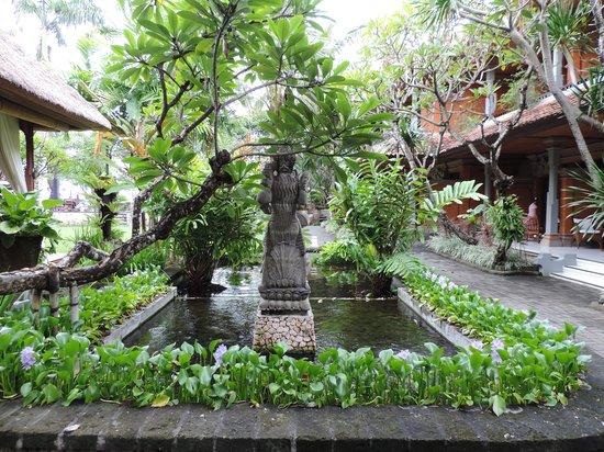 Griya Santrian: lovely gardens