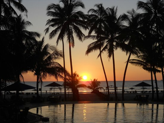 Myanmar Treasure Resorts - Ngwe Saung : sunset from the hotel