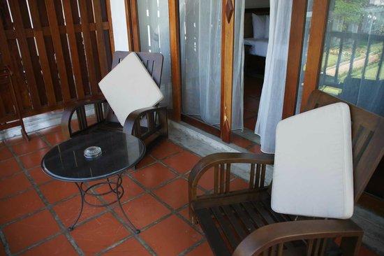 Riverside Boutique Resort: Sitzgelegenheit auf dem Balkon