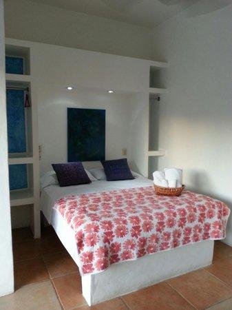 Wa kika: Comfy bed in a cute room!