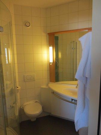 Hotel Ibis - Bulle: Salle de bain
