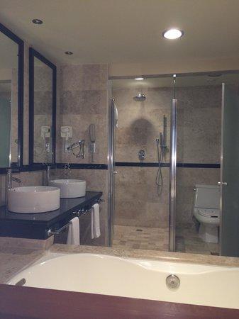 Grand Sunset Princess All Suites Resort: bathroom