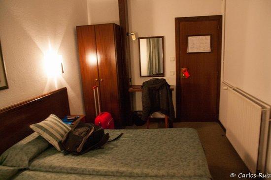 Hotel Pyrenees: Habitacion 106