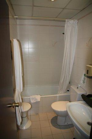 Hotel Pyrenees: Baño