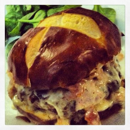 Pizza Bizzar : Carbonara Burger, dipped in cream sauce topped with smoked ham, bacon on a pretzel bun