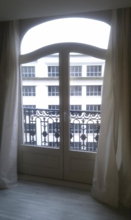 Mercure Lille Centre Grand Place : Doors onto balcony