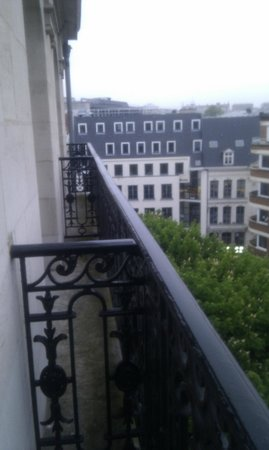 Mercure Lille Centre Grand Place : Little balconies (next one is part of this room too)
