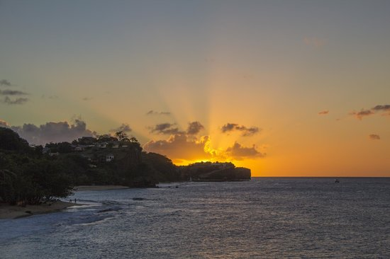 Grenadian by Rex Resorts : Sunset from the pool bar