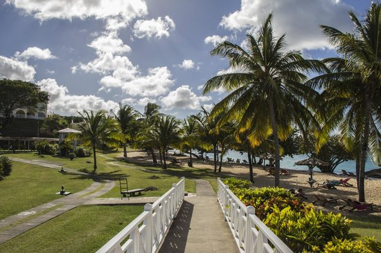 Grenadian by Rex Resorts : Leading from the pool bar to the beach