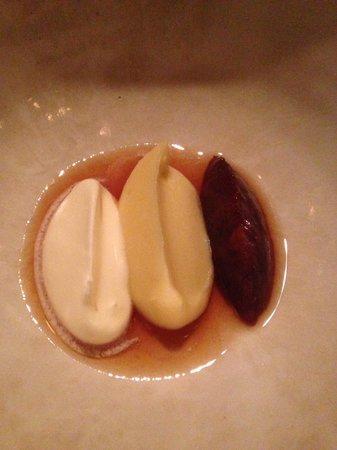 dessert : purée de pomme de terre, purée de fruits rouges, crème