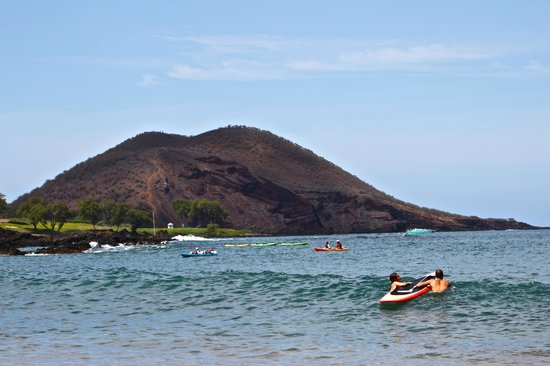 Makena Beach: The longer we were there the more people joined us