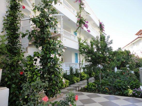 Ceylan Apart: hotel gardens