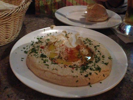 Le Souk: Hummus