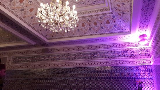 Basmane : Impressive decoration. ..ceiling
