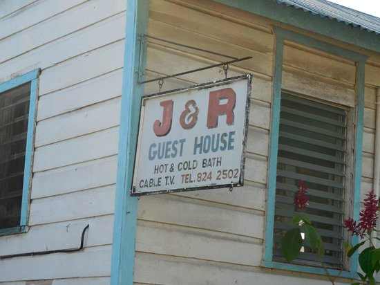 J & R Guest House: Sign