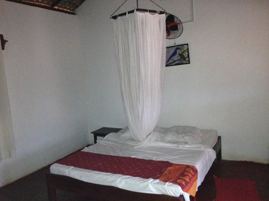 Blue Vanga Lodge: Bed with mosquito net