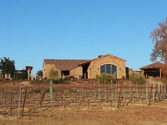 Pear Valley Vineyard: Beautiful...but inside more beautiful, especially the wine...and Dana!