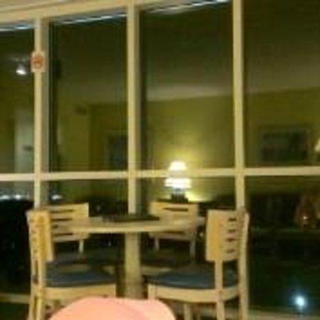 Avista Resort: Living Room at Night in Rm Type LNS