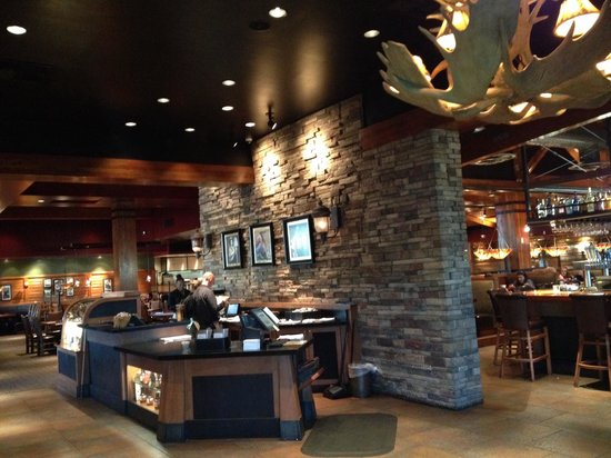 Claim Jumper: Front hostess area