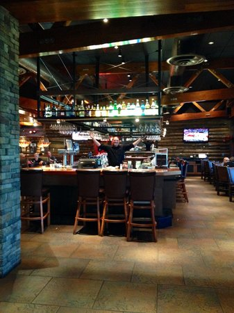 Claim Jumper: Bar area with Eric the master tender!