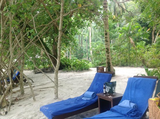 Pangkor Laut Resort : Amazing private beach location, drink service amazing view.