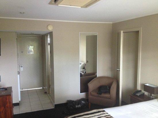 Motel 98: room