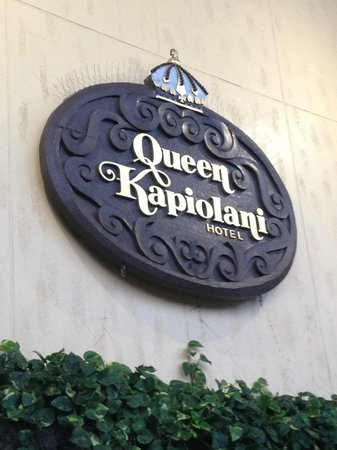 Queen Kapiolani Hotel: Hotel sign