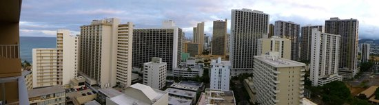 Queen Kapiolani Hotel: Day view panorama from balcony