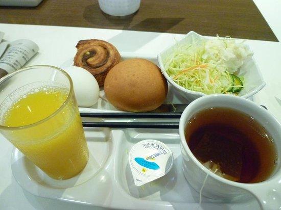 Keio Presso Inn Higashi-Ginza : 12月7日の朝食、サラダは日替わりでした