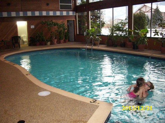 Best Western Inn at Penticton : Pool area with tropical lpants
