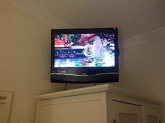 Glen Mhor Hotel & Apartments: Barely a TV signal since 'upgrade' in Dec 2013