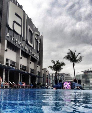 Aloft Kuala Lumpur Sentral: The pool