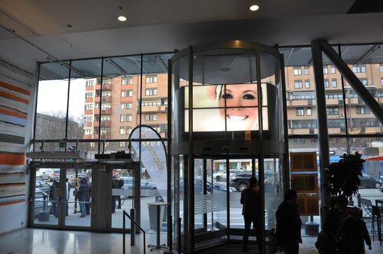 Clarion Hotel Stockholm: ホテルエントランス