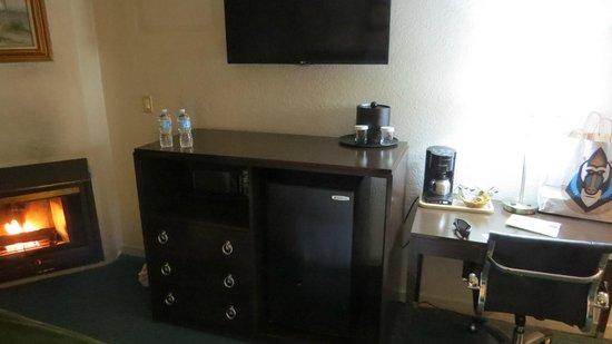 Cannery Row Inn: Bedroom