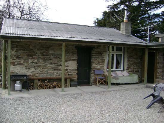 Paddy's Cottage: Rear view