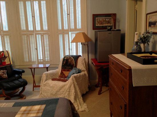 Squirrel's Nest Bed & Breakfast, LLC: Bear's Den with Refrigerator, Rocker,  and Dresser
